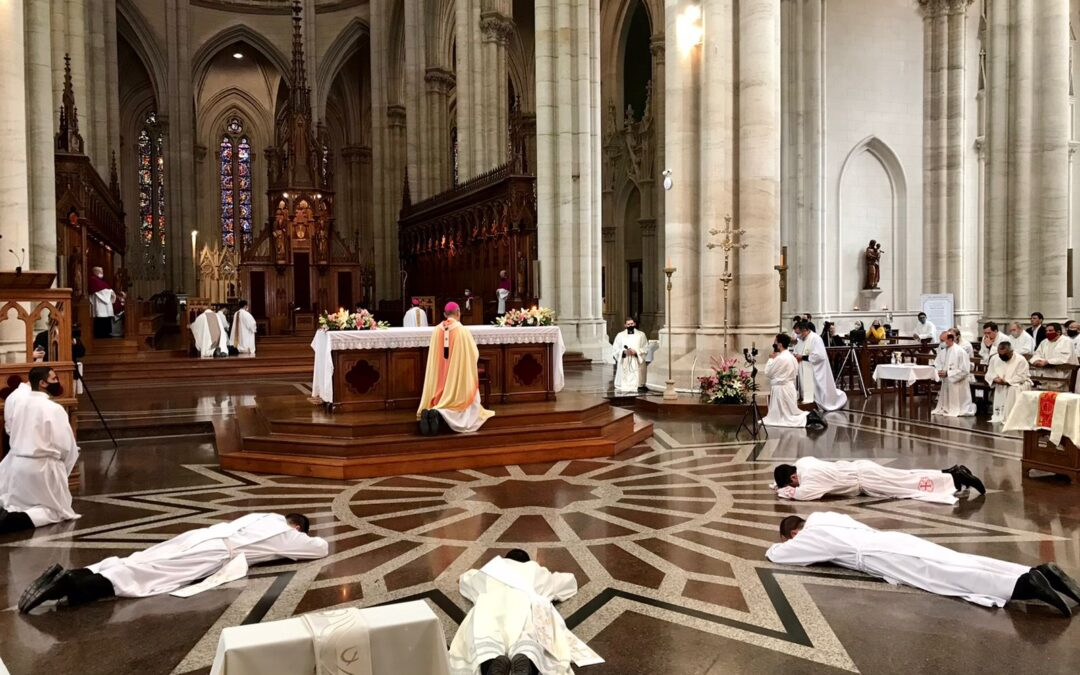 """Mons. Fernández a los nuevos sacerdotes: """"Están llamados a ser instrumentos de gracia, como cántaros que derraman vida"""""""